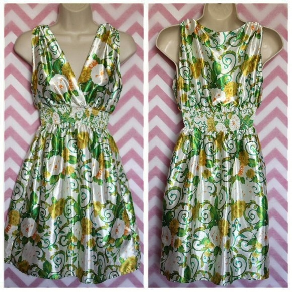 Planet Gold Dresses & Skirts - Planet Gold Silky Floral Dress Size S